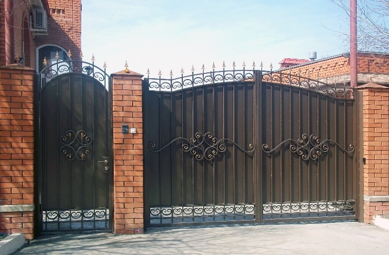 Ворота «ОСАТ 15-52» зашитые листом