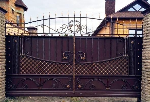 Ворота «Прага с навершием»